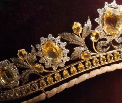 Crown 2 Gold Flower and Canary yellow diamonds
